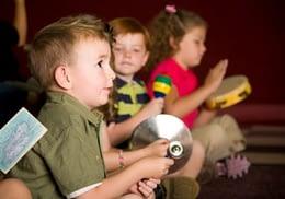 Los niños aprenden música jugando